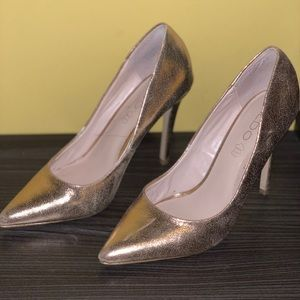 Gold Rose Pumps